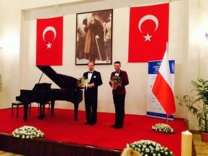 Mersin, Turcja, Marian Sobula (fortepian) i Wojciech S. Wocław (konferansjer)